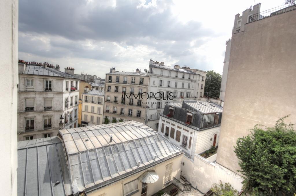 Beau 3 pièces avec partie atelier et vue dégagée à Montmartre ! Beau 3 pièces avec partie atelier et vue dégagée à Montmartre ! 1