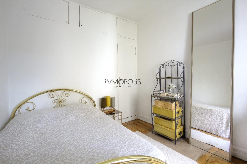 Beau 3 pièces avec partie atelier et vue dégagée à Montmartre ! Beau 3 pièces avec partie atelier et vue dégagée à Montmartre ! 9