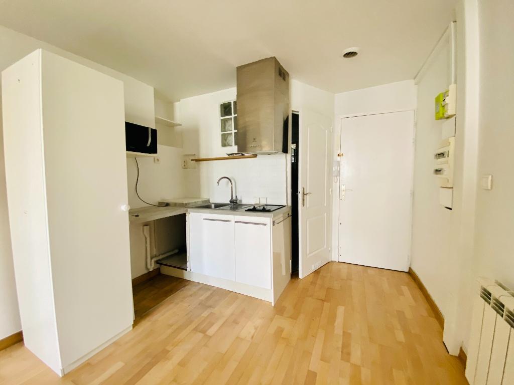Studio non meublé – 22 m² – PARIS 18 ème 2