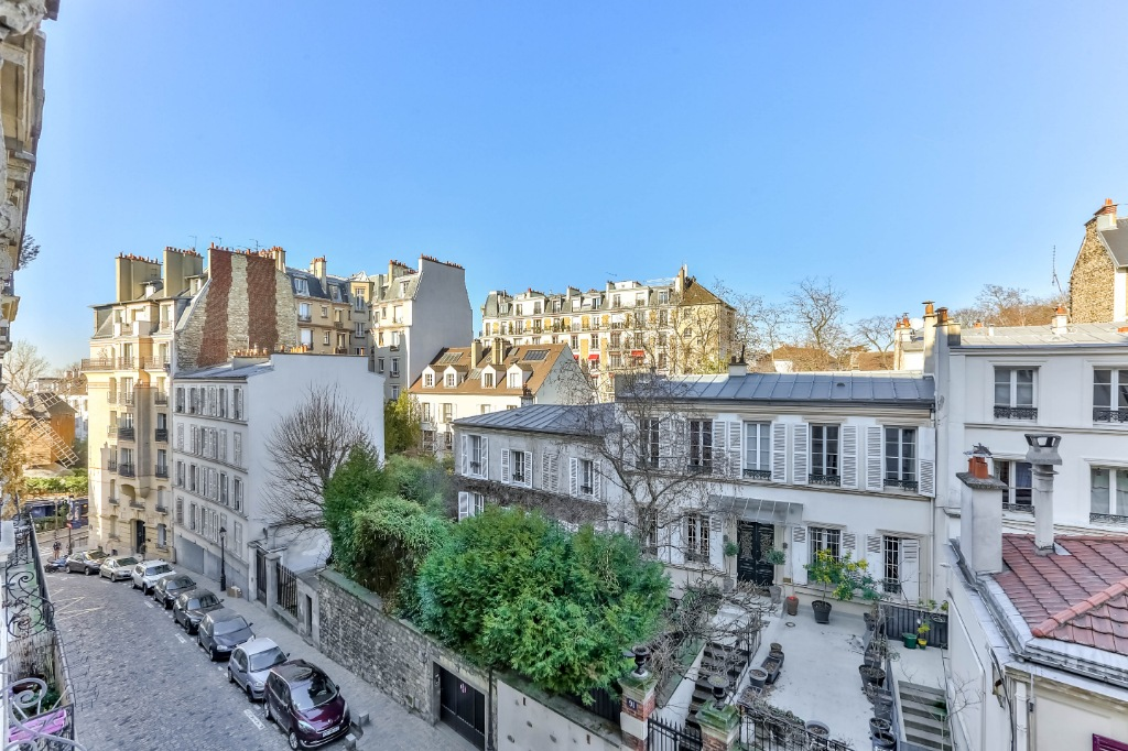 Haut Montmartre – Charming 3 room apartment with open view 2