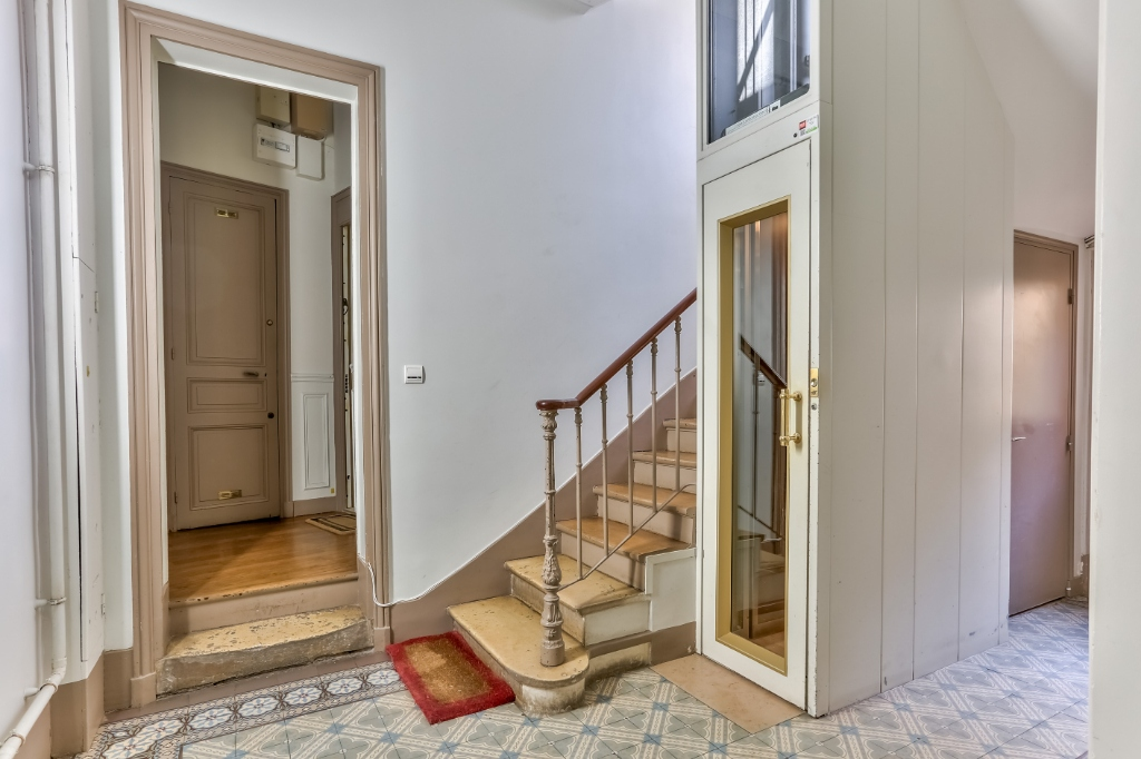 Haut Montmartre – Charming 3 room apartment with open view 7