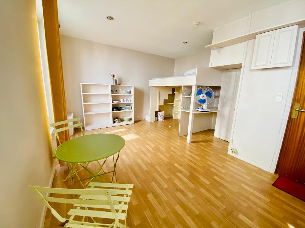 Appartement Montmartre  1 pièce(s) 21.32 m2 2