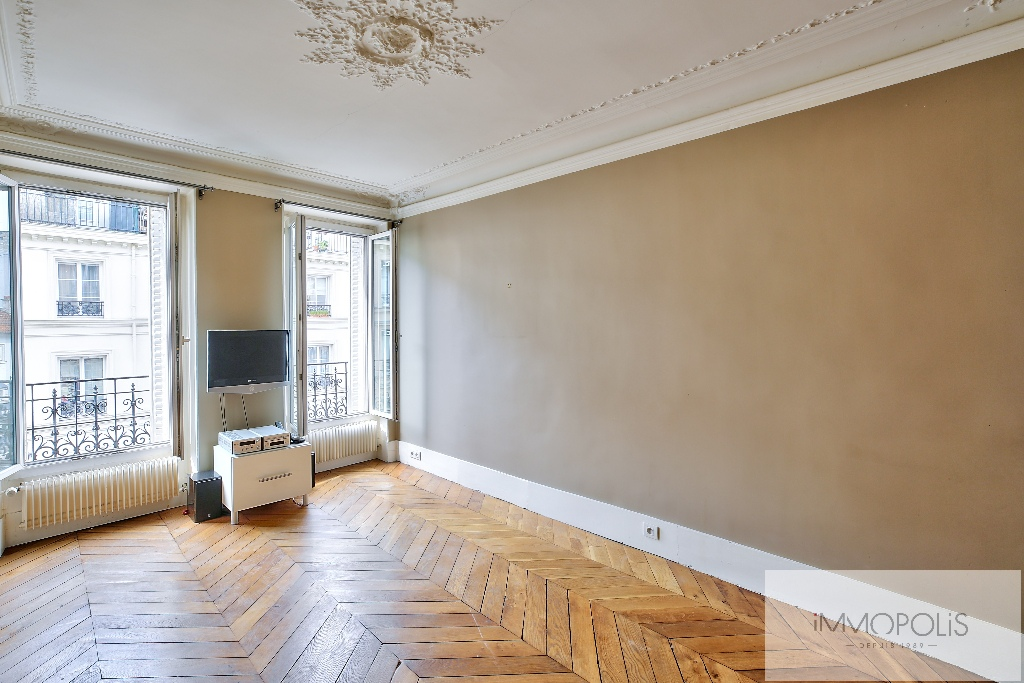 Bright apartment in the heart of the ABBESSES – Paris XVIII 1