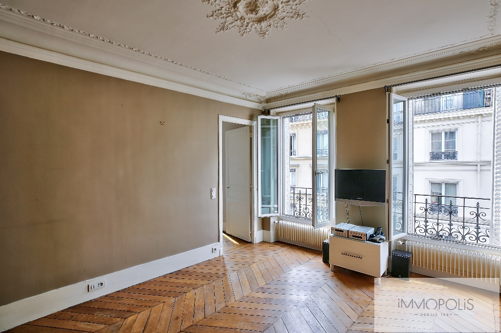 Bright apartment in the heart of the ABBESSES – Paris XVIII 2