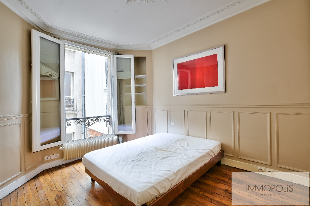 Bright apartment in the heart of ABBESSES – Paris XVIII 3