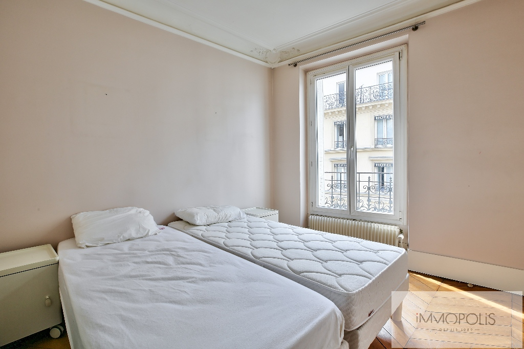 Bright apartment in the heart of the ABBESSES – Paris XVIII 4