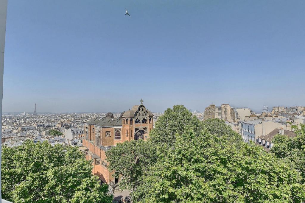 Place des Abbesses, studette avec vue dégagée ! 1