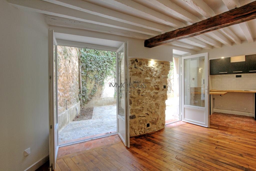 Bien rare : un appartement de charme avec terrasse sur le Haut Montmartre, dans un havre de verdure et de calme ! Bien rare : un appartement de charme avec terrasse sur le Haut Montmartre, dans un havre de verdure et de calme ! 7