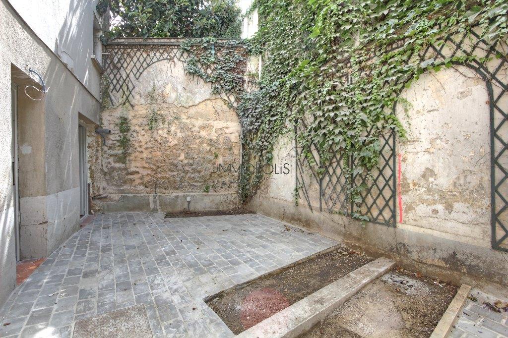 Bien rare : un appartement de charme avec terrasse sur le Haut Montmartre, dans un havre de verdure et de calme ! Bien rare : un appartement de charme avec terrasse sur le Haut Montmartre, dans un havre de verdure et de calme ! 9