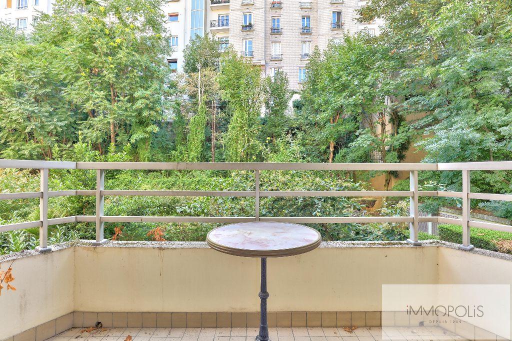 Rare : à Montmartre, dans un bel immeuble récent de grand standing, 2 pièces avec balcon et parking avec vue sur jardins ! Rare : à Montmartre, dans un bel immeuble récent de grand standing, 2 pièces avec balcon et parking avec vue sur jardins ! 6