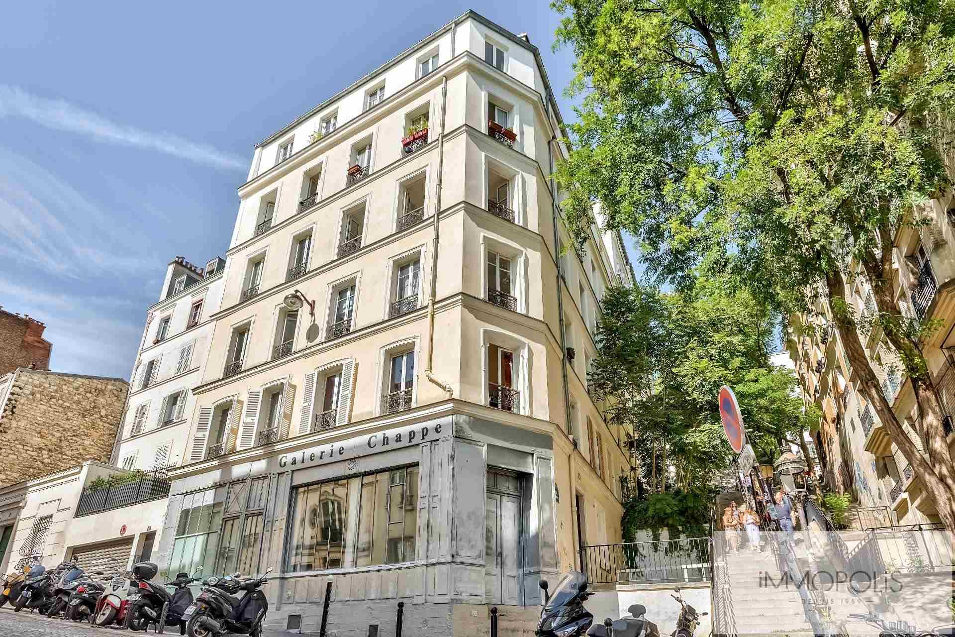 Open – space de 49 M² environ bien placé à Montmartre ! Open – space de 49 M² environ bien placé à Montmartre ! 1
