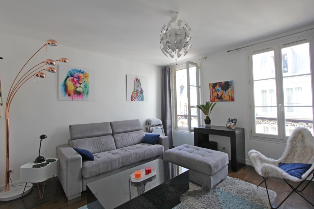 Abbesses sector, rue Burq, modern apartment type f2, perfect condition 2