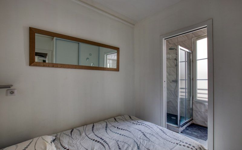 Abbesses sector, rue Burq, modern apartment type f2, perfect condition 3