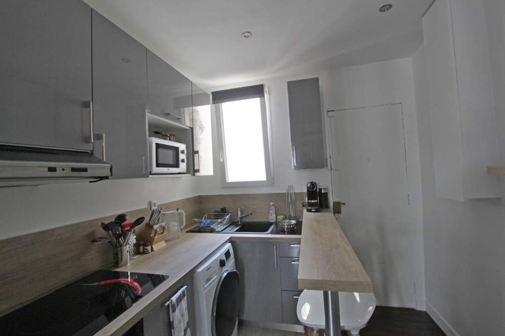 Abbesses sector, rue Burq, modern apartment type f2, perfect condition 4
