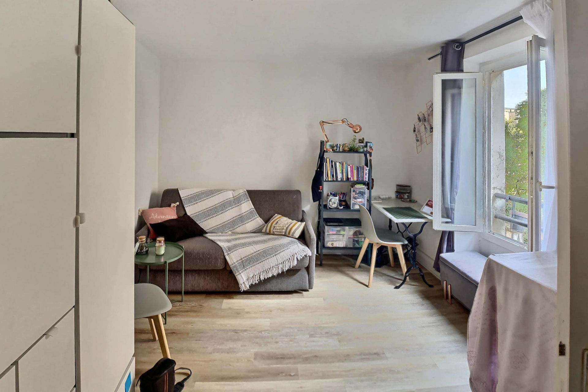 Charming studio in Abbesses facing south facing street in very quiet dead end! 1