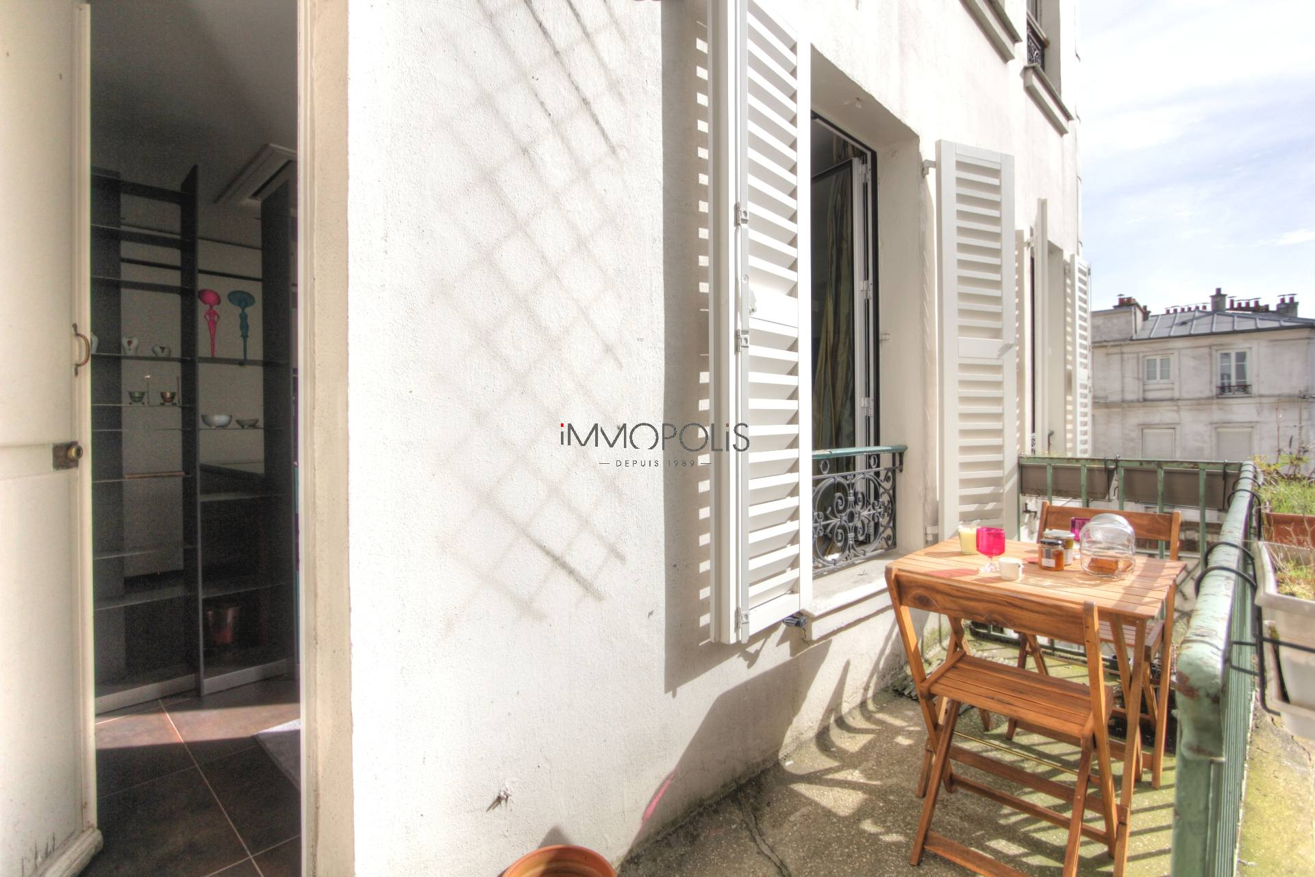 Exceptional in Montmartre (rue Gabrielle): refurbished open space, sumptuous services, with balcony and open view! 9