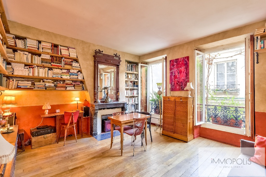 3 rooms full of charm to Abbesses, very clear and calm! 1