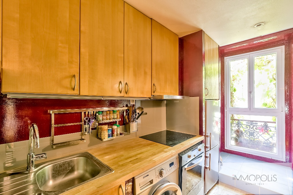 3 rooms full of charm in Abbesses, crossing and calm! 4