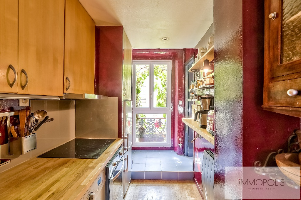 3 rooms full of charm in Abbesses, crossing and calm! 5