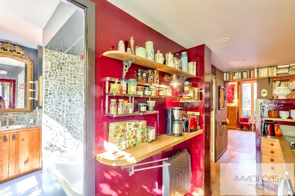 3 rooms full of charm in Abbesses, crossing and calm! 6