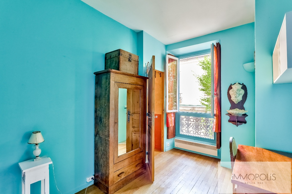 3 rooms full of charm in Abbesses, crossing and calm! 7