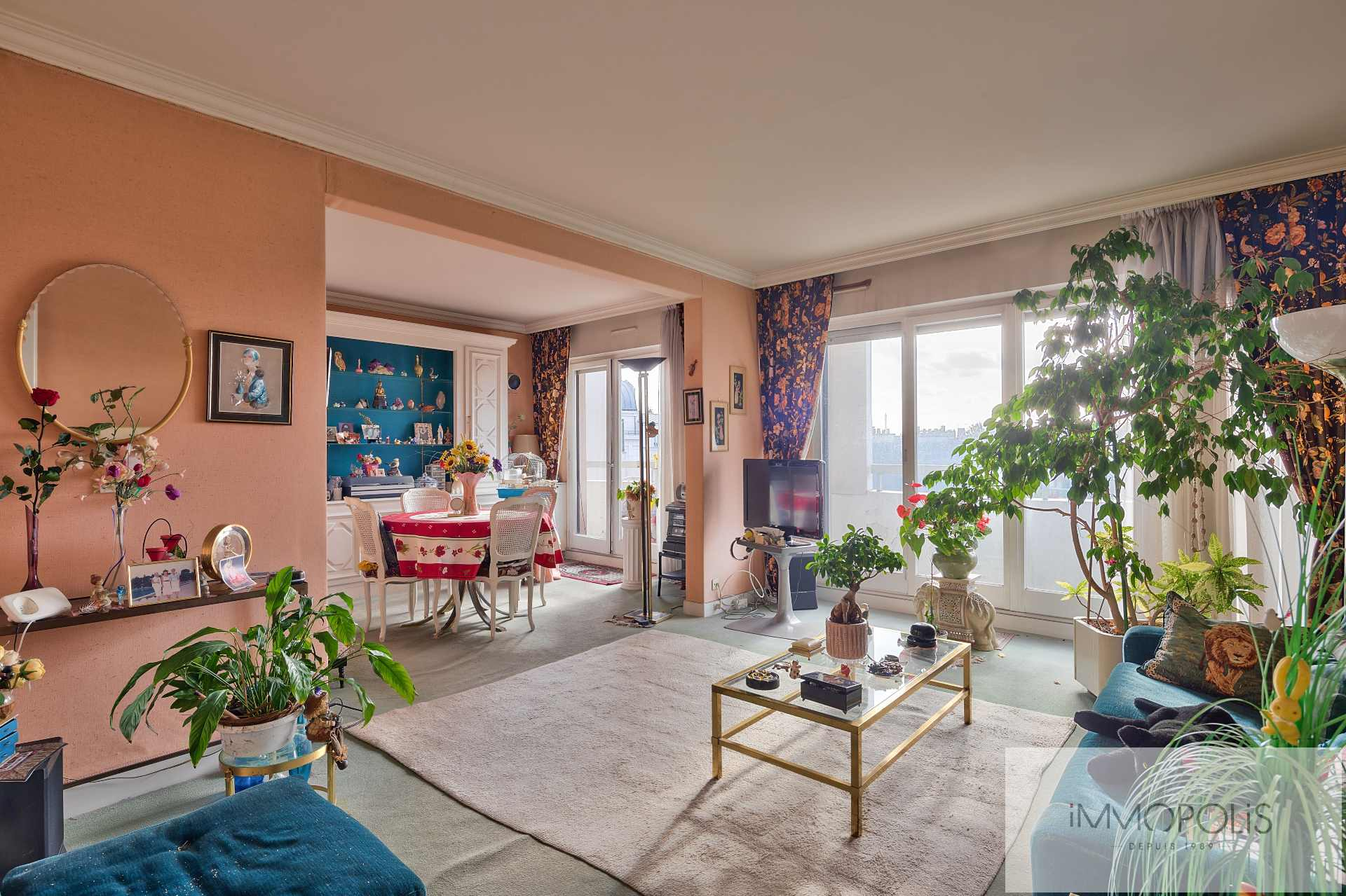 NUE-PROPERTY – 4 rooms with balcony terrace and view on gardens and the Eiffel Tower: sold occupied by usufruitière 90 years 1