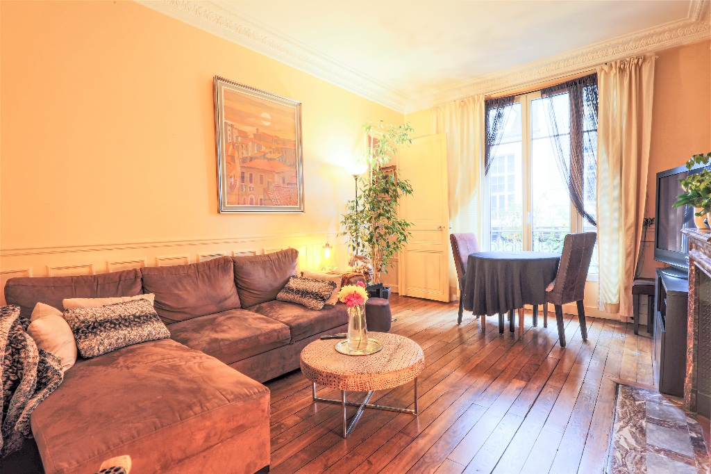 Charming 3 rooms, HAUT JUNOT PARIS XVIII, open view 1