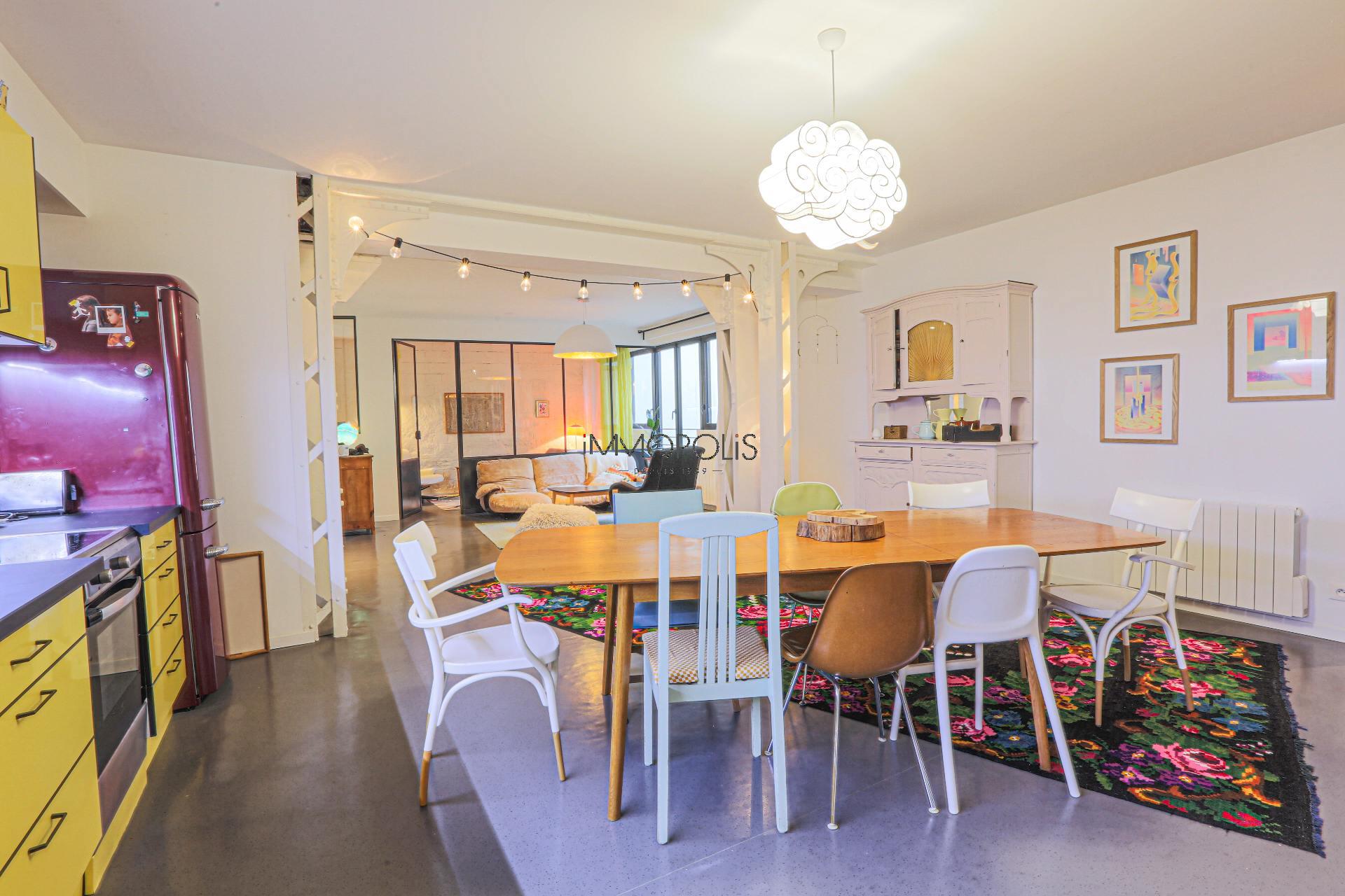 Very good deal! 160 M² loft / industrial apartment «like a house»! 3