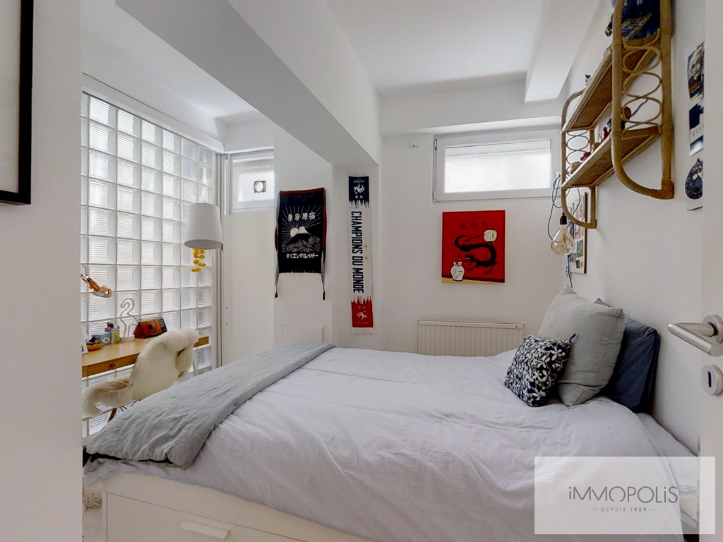 Abbesses: 3 bedroom Loft Apartment 8