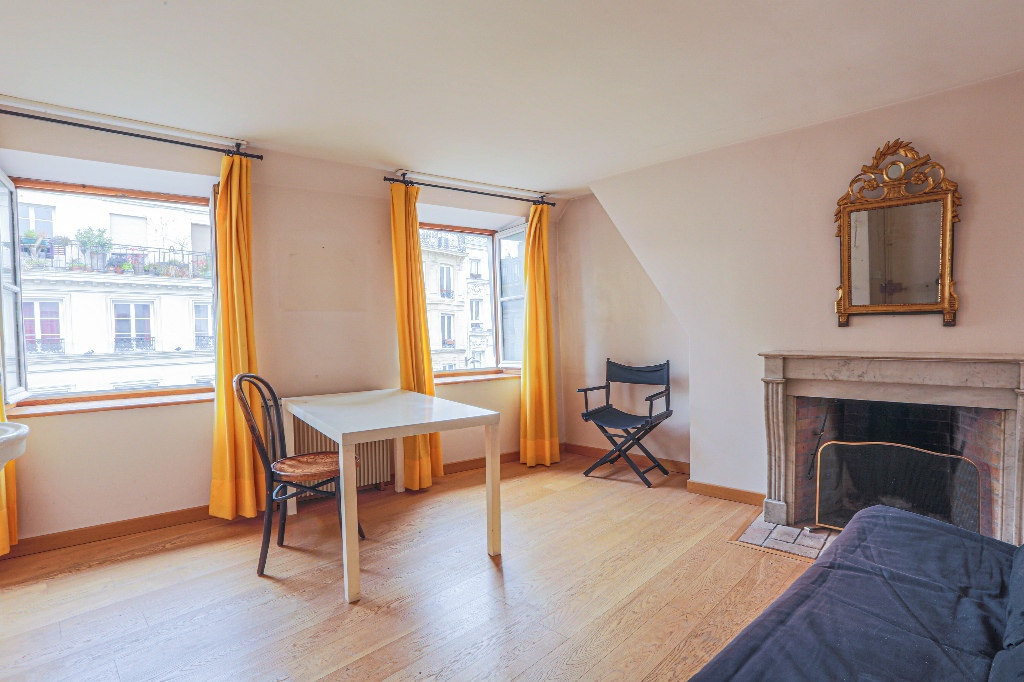 In the heart of Abbesses – Large studio with unobstructed view facing south 2