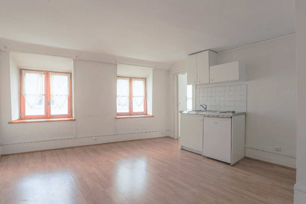 In the heart of the Abbesses – Large studio with open view facing SOUTH 5