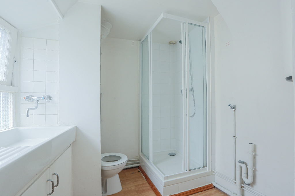 In the heart of Abbesses – Large studio with unobstructed view facing south 6