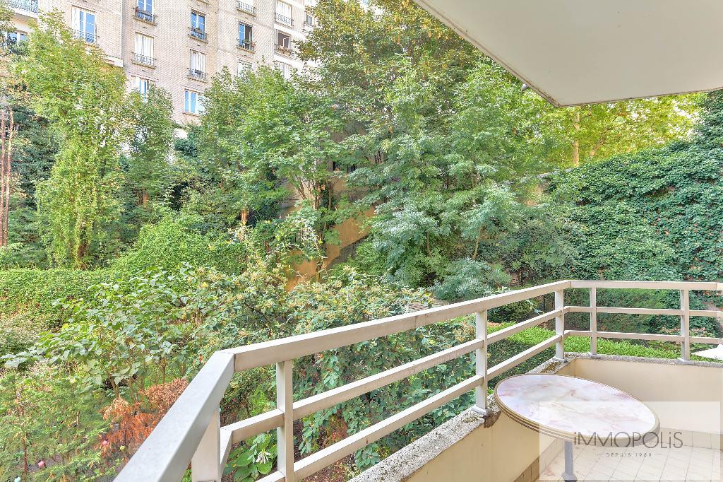 Rare : à Montmartre, dans un bel immeuble récent de grand standing, 2 pièces avec balcon avec vue sur jardins ! 1