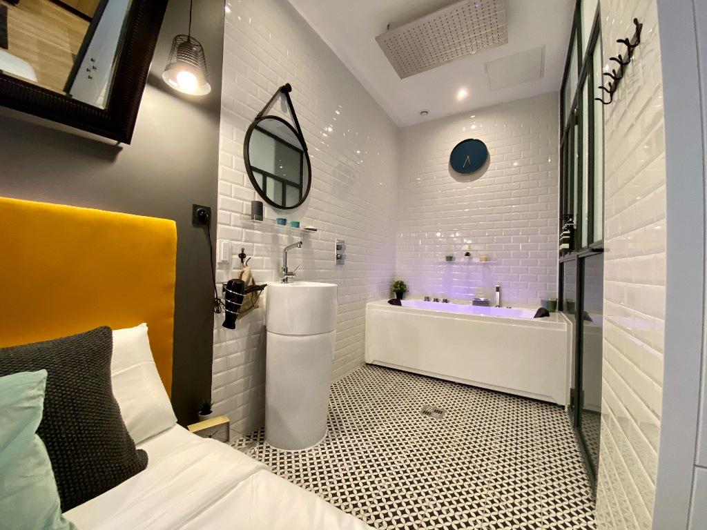Proche sacré coeur / Rue Muller: Appartement moderne de type F2, état irréprochable, vendu meublé 5