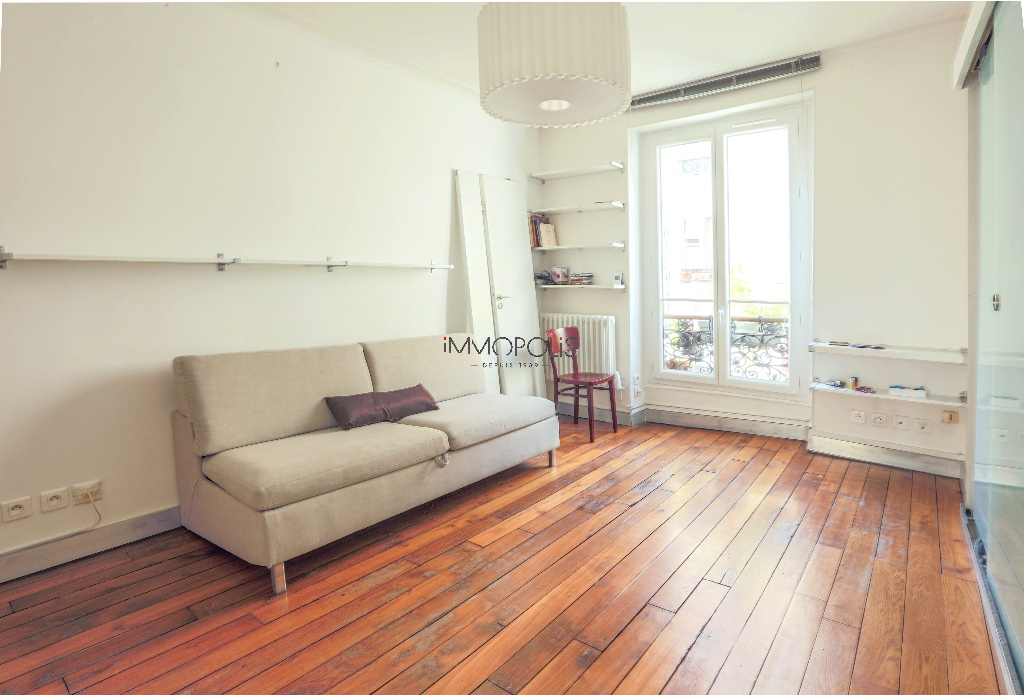 Beautiful 2 room apartment with beams in Montmartre! 2