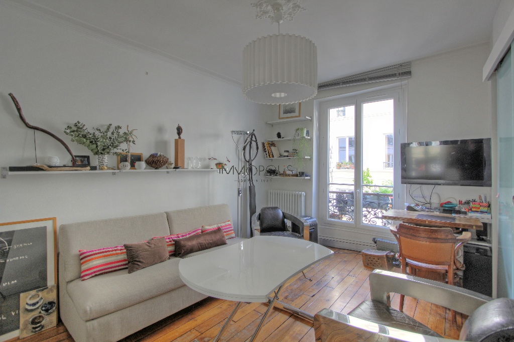 Beautiful 2 room apartment with beams in Montmartre! 3