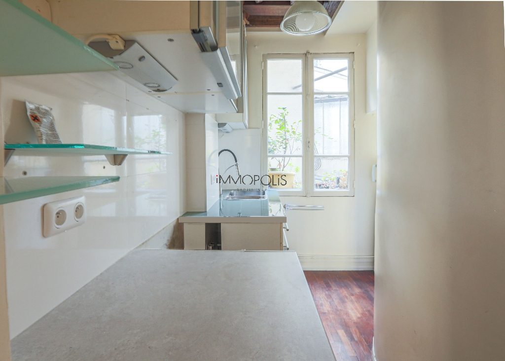 Beautiful 2 room apartment with beams in Montmartre! 7