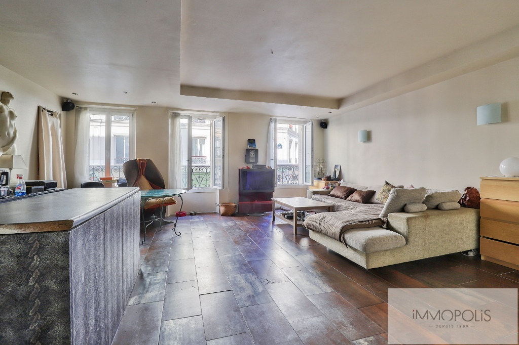 Apartment type f2, double living room, rue Lepic, district of Abbesses 1