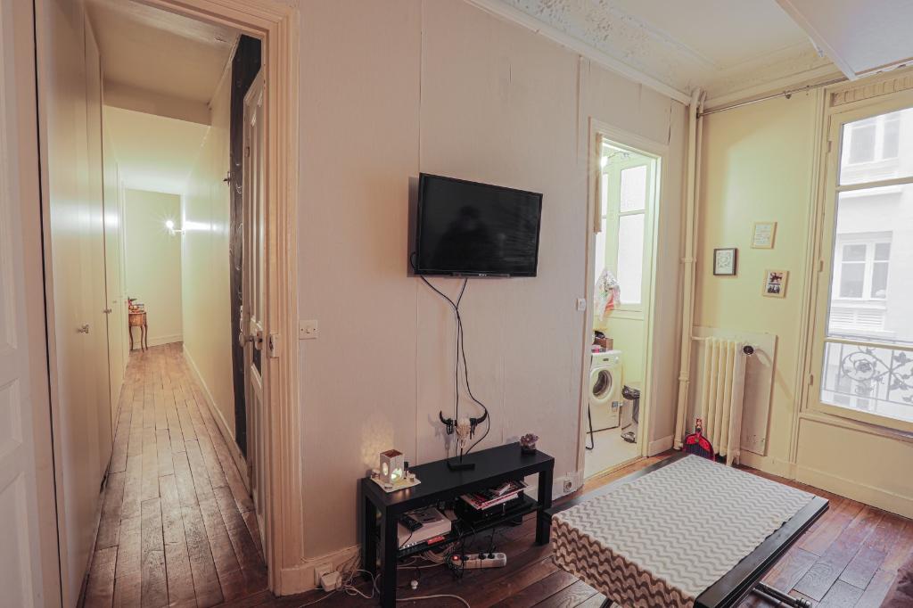 Studio rue Dulong of 23 m2 3