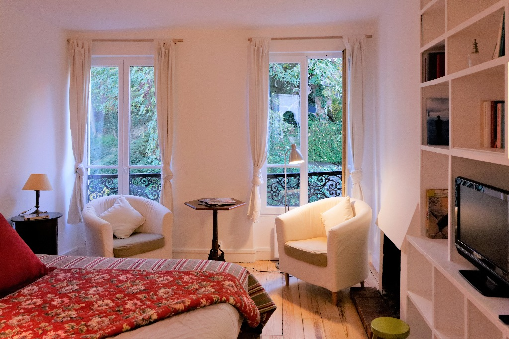 Rare pearl in the heart of Montmartre with a clear view! 1
