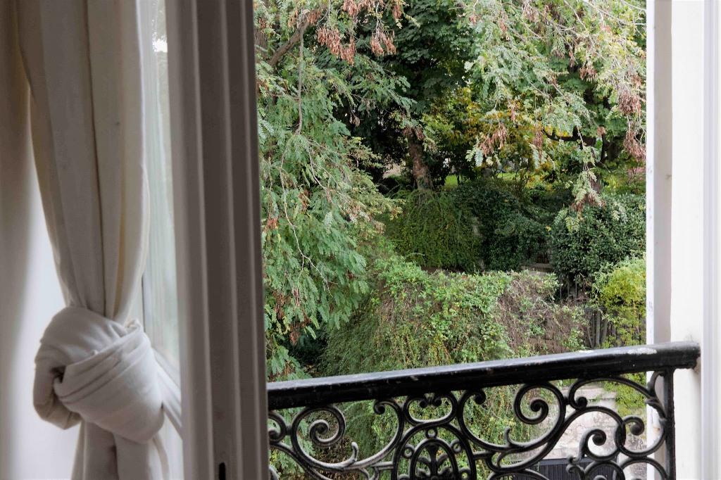 Perle rare en plein coeur de Montmartre avec vue dégagée! 6