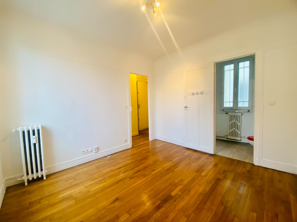Empty studio 20m² Paris 17th 2