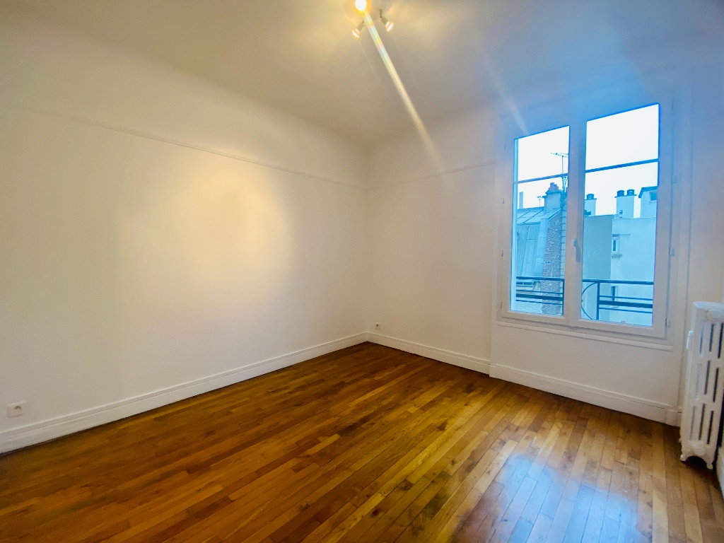 Empty studio 20m² Paris 17th 3
