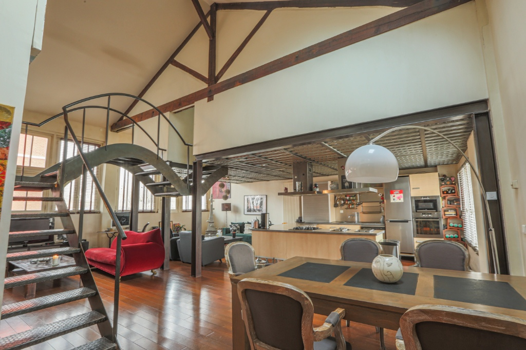 Magnifique LOFT de 150 m² / 3 Chambres / TERRASSE 18m² / PARKING 1