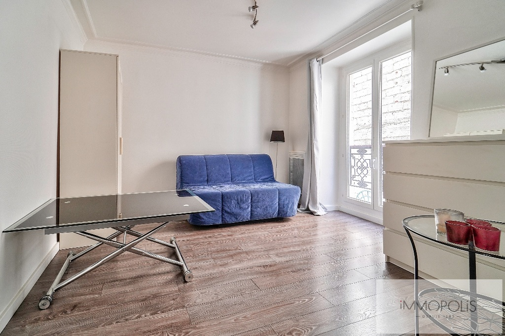 Charming studio in the heart of the Abbesses 1