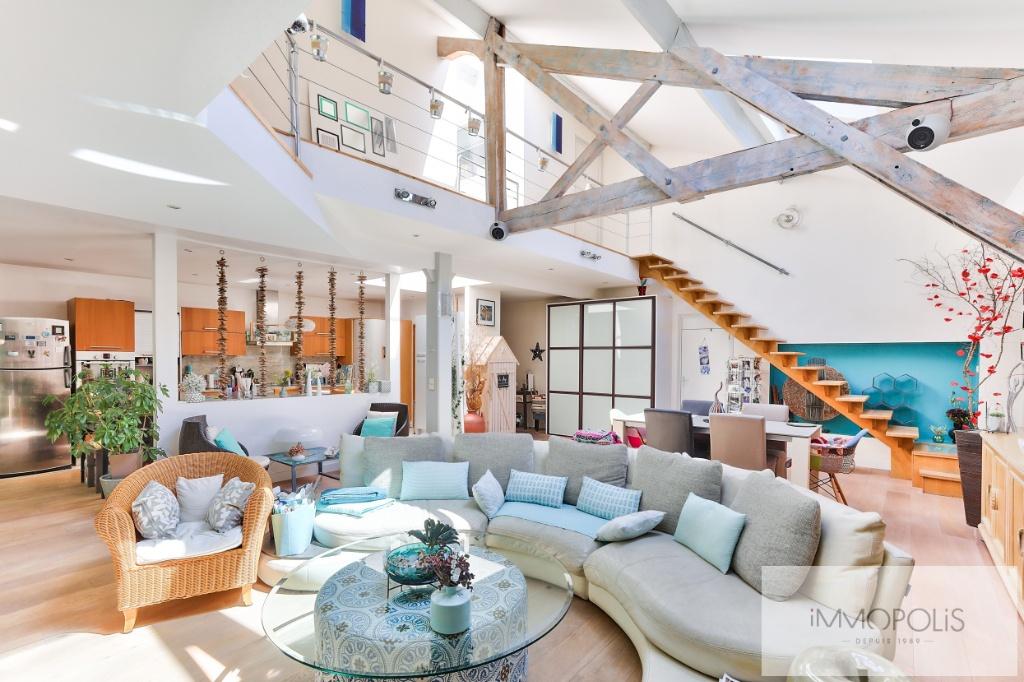 Atelier d'artiste à usage d'habitation de 173 m² – deux extérieurs de 20m² –  place de parking 1