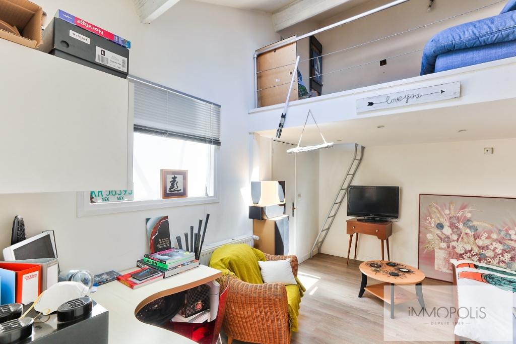 Atelier d'artiste à usage d'habitation de 173 m² – deux extérieurs de 20m² –  place de parking 10
