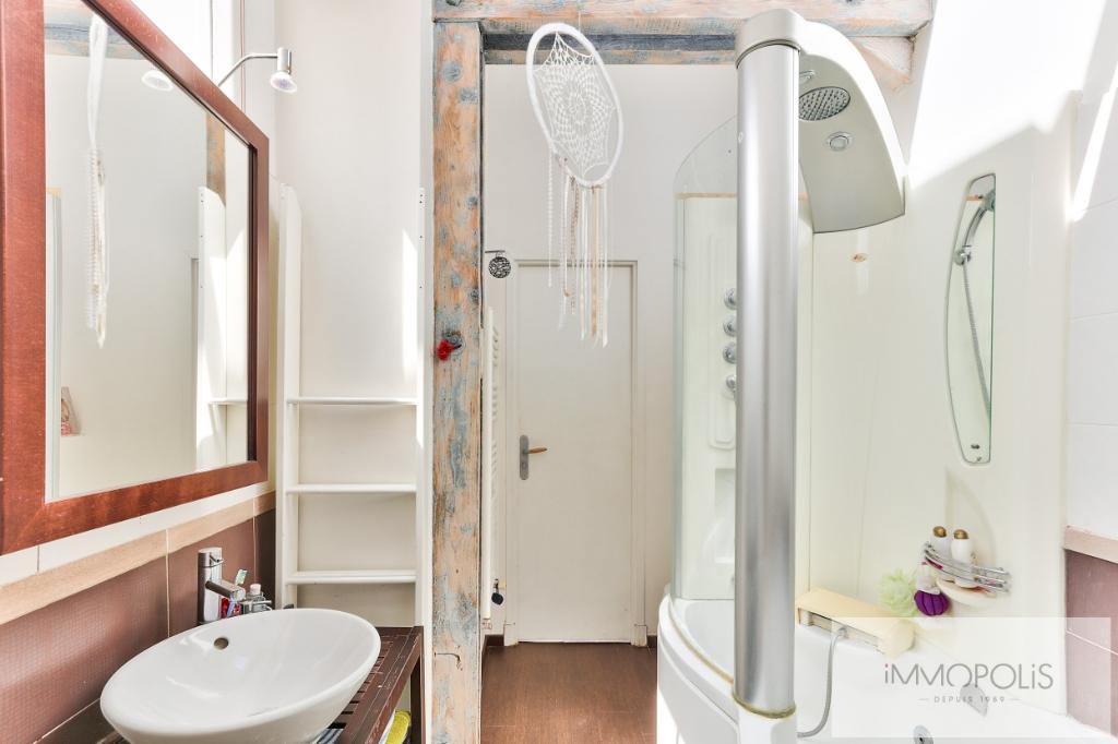 Atelier d'artiste à usage d'habitation de 173 m² – deux extérieurs de 20m² –  place de parking 11
