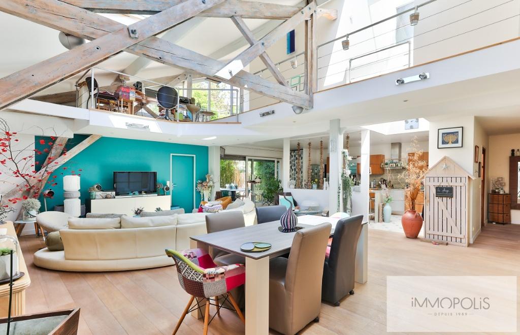 Atelier d'artiste à usage d'habitation de 173 m² – deux extérieurs de 20m² –  place de parking 5