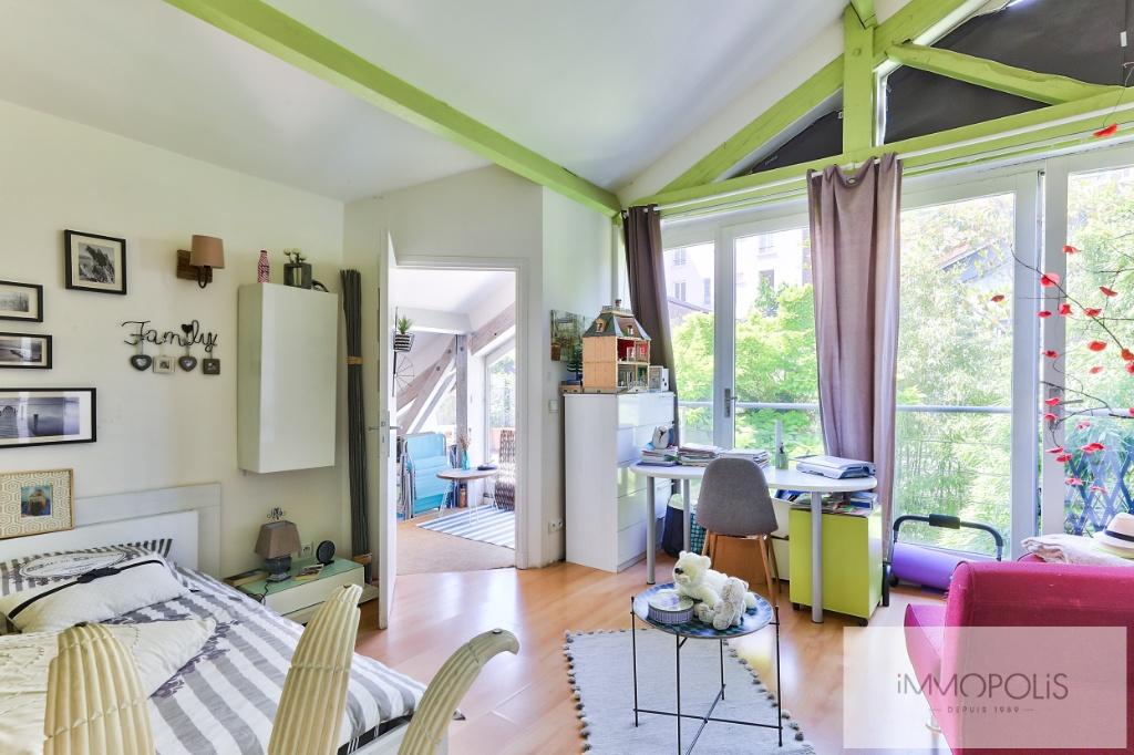 Atelier d'artiste à usage d'habitation de 173 m² – deux extérieurs de 20m² –  place de parking 8